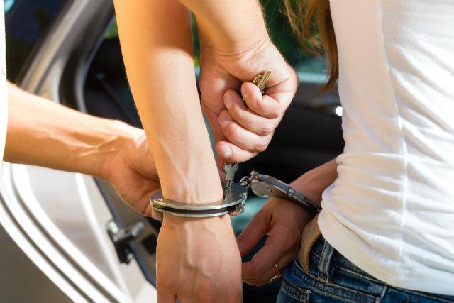 Σύλληψη 21χρονης σχετικά με διερευνώμενη υπόθεση κλοπής από υπάλληλο