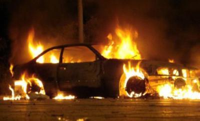 Στις φλόγες δύο αυτοκίνητα στη Λεμεσό