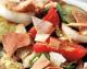 Σαλάτα με φρέσκα λαχανικά και αραβική πίτα