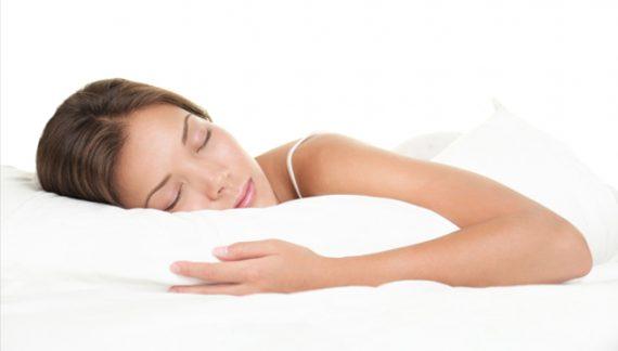 Τι να αποφεύγουμε να τρώμε το βράδυ για να έχουμε ένα καλό ύπνο