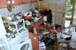 Θεσσαλονίκη: Ρακοσυλλέκτης ζούσε μέσα σε 5 τόνους σκουπίδια!