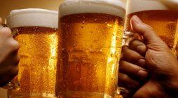 Του έδωσαν να πιεί 5 λίτρα μπύρας για να τον σώσουν από δηλητηρίαση από το αλκοόλ