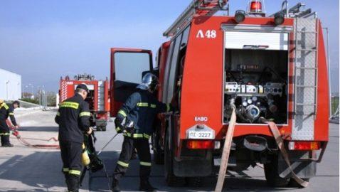 Πυροσβεστική: κατάσβεση φωτιάς από αναμμένο κερί