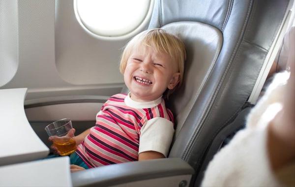 Τι να προσέξετε όταν ταξιδεύετε αεροπορικώς με παιδιά