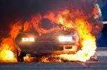 Πολυτελές όχημα αναφλέγη σε υπεραγορά