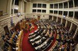 Διαξιφισμοί των πολιτικών αρχηγών στη συζήτηση για την ελληνική οικονομία στη Βουλή