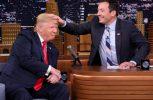 Ο Τζίμι Φάλον βάζει χέρι στο μαλλί του Ντόναλντ Τραμπ (video)