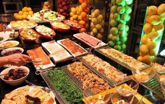 Πιο πολλές θερμίδες έχουν οι μερίδες εστιατορίων από τα «φαστ φουντ»