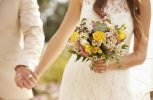 Πηγαίνει στο πρώτο ραντεβού ντυμένη νύφη… (video)