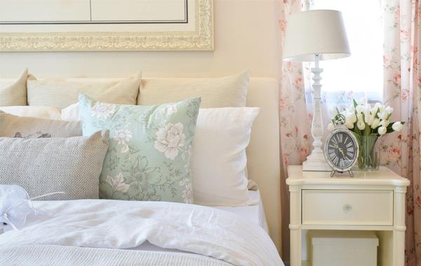 5 τρόποι να οργανώσεις την κρεβατοκάμαρα για καλύτερο ύπνο