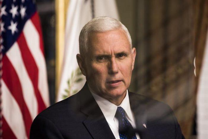 Αποφασισμένη η κυβέρνηση να «παραμείνει ανυποχώρητη» για το τείχος δηλώνει ο Πενς