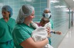 ΗΠΑ: Κοριτσάκι γεννήθηκε με τέσσερα πόδια και δύο σπονδυλικές στήλες!