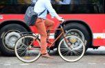Όσοι προτιμούν το ποδήλατο ή τα πόδια για να πάνε στη δουλειά τους έχουν απτά οφέλη για την υγεία τους