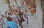 Περαστικοί πιάνουν στον αέρα παιδάκι που πέφτει από μπαλκόνι! (video)