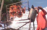 Ταϊλανδός ψήνει κοτόπουλο με το φως του ήλιου!
