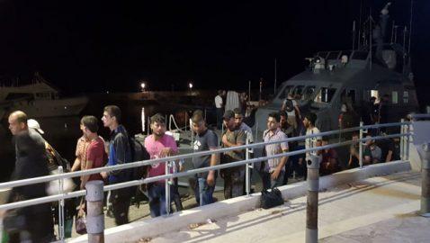 Στον Αστυνομικό Σταθμό Πόλης Χρυσοχούς οι 143 μετανάστες για ανάκριση