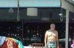 Άκης Τσοχατζόπουλος: Βουτιές σε πισίνα στα βόρεια προάστια