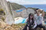 Ναυάγιο Ζακύνθου: Ουρές στον επικίνδυνο γκρεμό για μια selfie