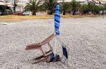 Κράτηση ομπρέλας με ….καρέκλες!