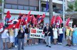 Συγκέντρωση CHP έξω από ελληνικό προξενείο Σμύρνης