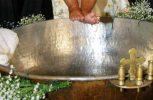 Έκανε μήνυση στον παπά και τη γυναίκα του επειδή βάφτισαν κρυφά το παιδί του!