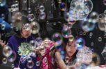 Εκατομμύρια φυσαλίδες στον ουρανό του Χονγκ Κονγκ