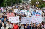 Χιλιάδες διαδηλωτές κατά του ρατσισμού στους δρόμους της Βοστόνης