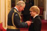 Bραβεύτηκε από τον Πρίγκιπα Κάρολο ο τραγουδιστής Ed Sheeran (video)