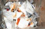Τόνοι ιατρικών αποβλήτων έξω από εγκαταστάσεις εργοστασίου διαχείρισης