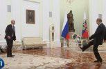 Ο Πούτιν παίζει μπάλα με τον πρόεδρο της FIFA μέσα στο Κρεμλίνο (video)