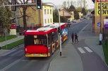 Έσπρωξε τη φίλη της στις ρόδες του λεωφορείου (video)
