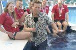 Παρουσιαστής του BBC πέφτει σε πισίνα κατά τη διάρκεια ζωντανής μετάδοσης (video)