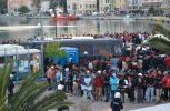 Σοβαρά επεισόδια στη Μυτιλήνη από άτομα που κινήθηκαν κατά προσφύγων και μεταναστών