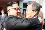 Οι ηγέτες Βόρειας-Νότιας Κορέας συναντήθηκαν αιφνιδιαστικά