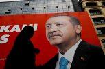 Ο Ερντογάν ξανά στο θρόνο του με 52,5%