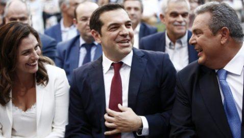 Με κόκκινη γραβάτα ο Τσίπρας: Η χώρα γυρίζει οριστικά σελίδα