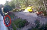 Απίστευτο: Δύο εργάτες πιάνουν ένα 3χρονο που έπεσε από τον 4ο όροφο (video)
