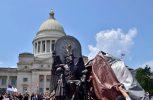 Άγαλμα του Σατανά σε κυβερνητικό κτίριο στο Αρκάνσας στις ΗΠΑ