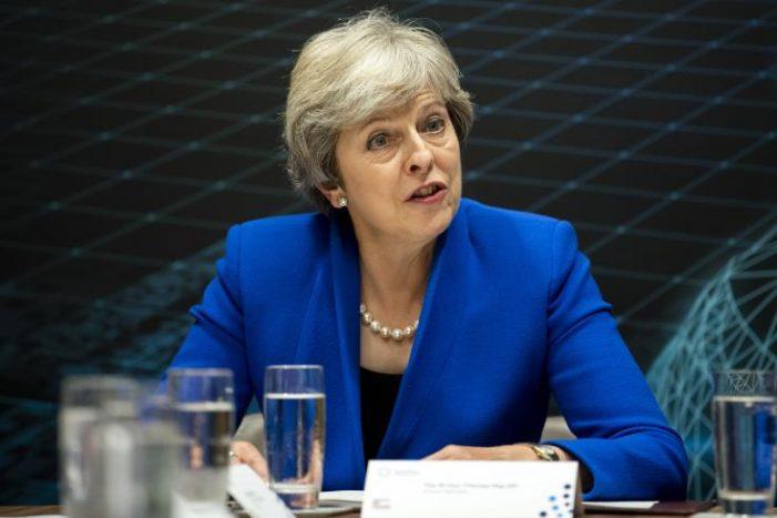 Προειδοποίηση Μέι για υπονόμευση της δημοκρατίας με πιθανό no-Brexit