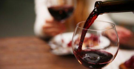 """Το κρασί δεν είναι """"ένα αλκοόλ όπως τα άλλα"""", δήλωσε Γάλλος υπουργός προκαλώντας την οργή των γιατρών"""