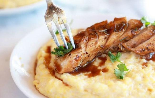 Κοτόπουλο με πουρέ και σάλτσα μπαλσάμικο