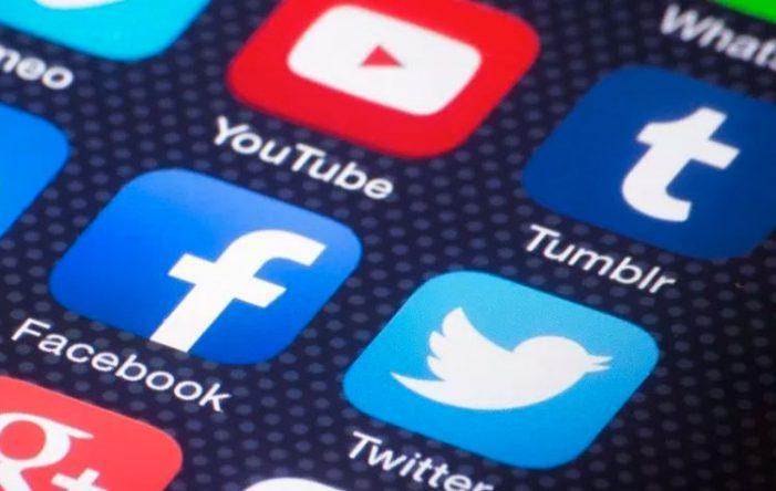 Η ρωσική αρχή τηλεπικοινωνιών κατά των Facebook και Twitter