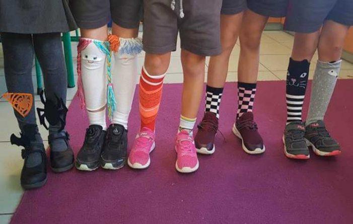 Μαθητές πρόταξαν τις… κάλτσες τους ενάντια στον σχολικό εκφοβισμό
