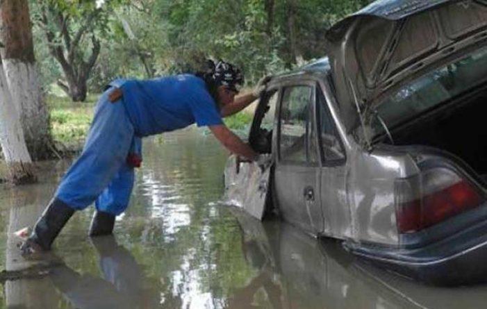 Διάσωση οδηγών από ποταμούς και δρόμους από την Πυροσβεστική