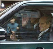 Ξανά στο τιμόνι ο πρίγκιπας Φίλιππος δύο ημέρες μετά το τροχαίο ατύχημα