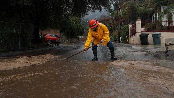 Πέντε νεκροί από τις καταρρακτώδεις βροχές και χιονόπτωση στην Καλιφόρνια