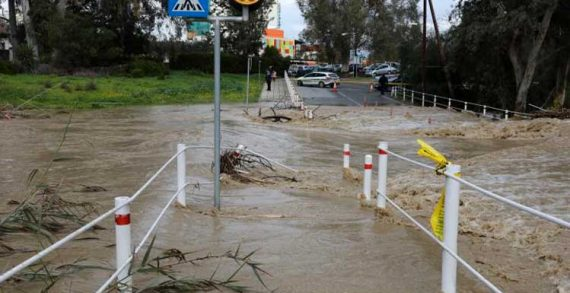 Eξακολουθούν να παραμένουν κλειστοί δρόμοι λόγω καιρού