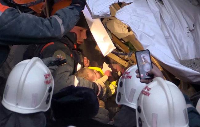 Ρωσία: Ζωντανό μετά από 35 ώρες 10μηνο αγοράκι στα συντριμία 10όροφης πολυκατοικίας
