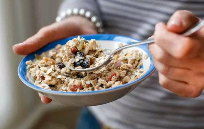 Φάτε περισσότερες φυτικές ίνες και πλήρη δημητριακά για να είστε πιο υγιείς
