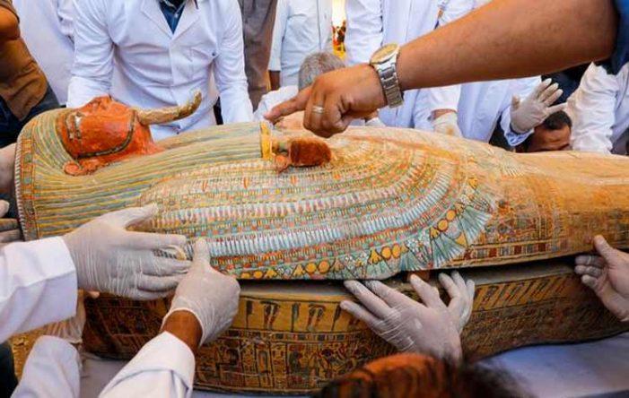 Ανακαλύφθηκαν τρία αρχαία αιγυπτιακά ξύλινα φέρετρα της 18ης Δυναστείας στο Λούξορ